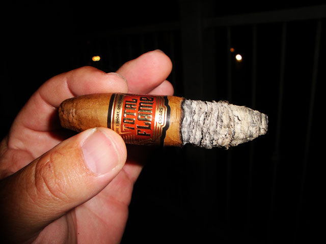 Total Flame Bright Line 8-Ball Cigar Review and rating