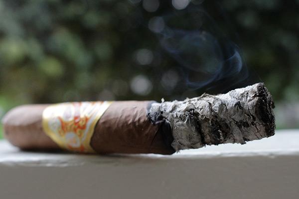 Espinosa Laranja Reserva cigar smoking