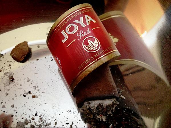 Joya de Nicaragua Joya Red smoked cigar