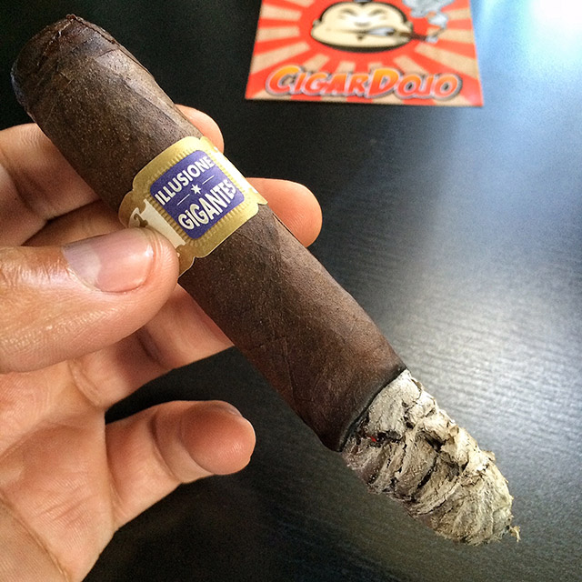 Illusione *G* Gigantes cigar smoking