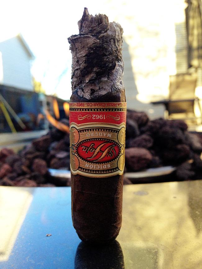 La Hoja Edición Maduro 1962 smoking cigar review