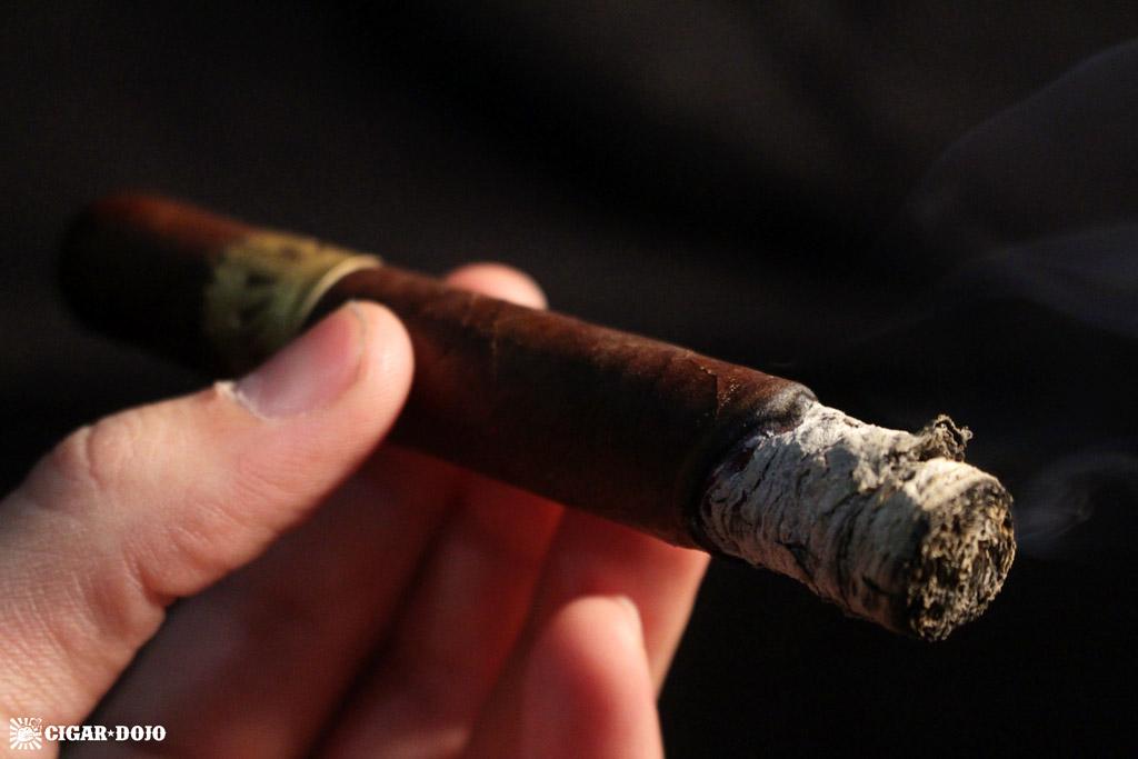 Dunbarton Tobacco & Trust Sobremesa corona grande cigar review