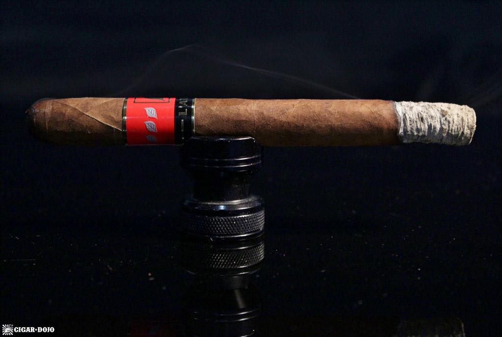 L'Atelier Extension de la Racine ER15 cigar smoking