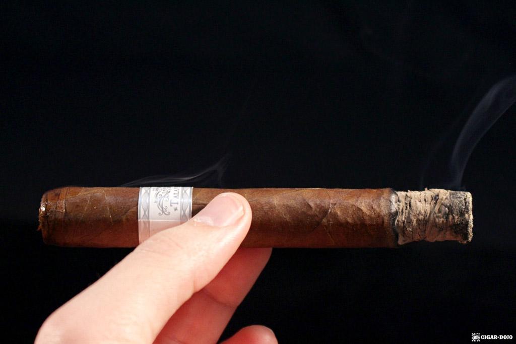Talavera Edición Exclusiva 2015 cigar smoking