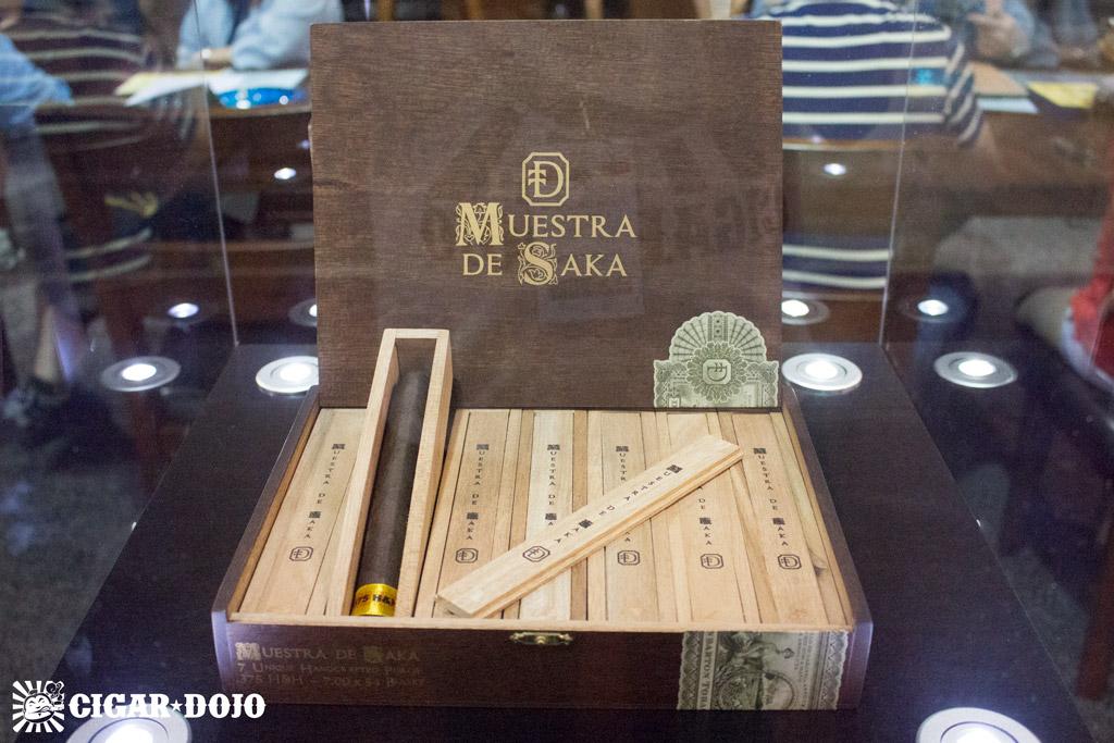 Dunbarton Tobacco & Trust Muestra de Saka cigar box IPCPR 2016
