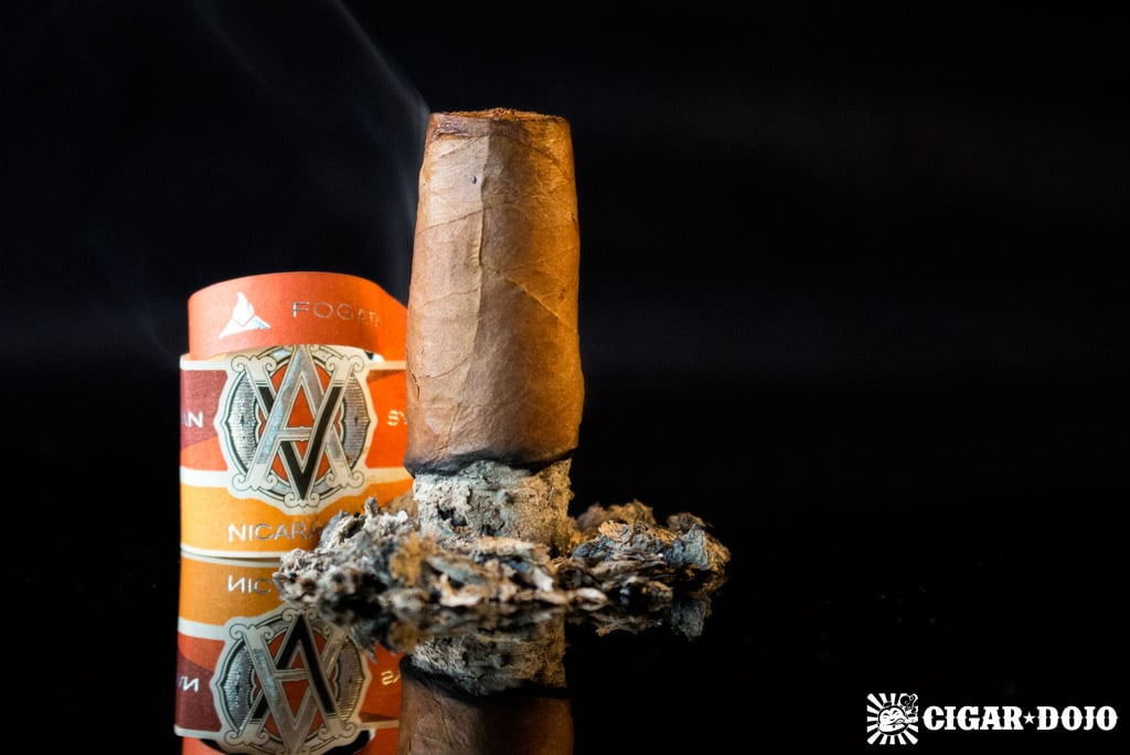 AVO Syncro Nicaragua Fogata Short Torpedo cigar review and rating