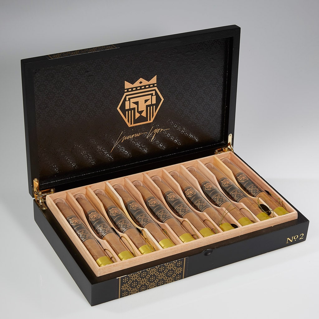 Meier & Dutch Lucious Lyon cigars open box