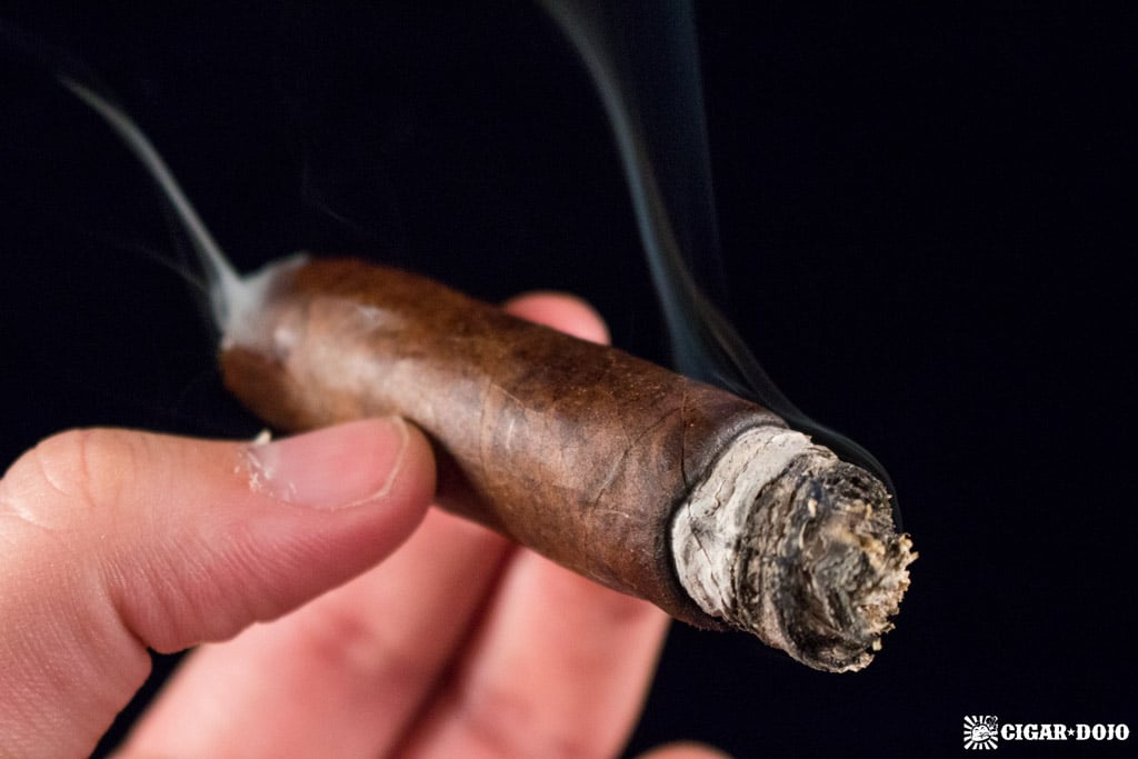 CAO Consigliere Associate cigar smoking review