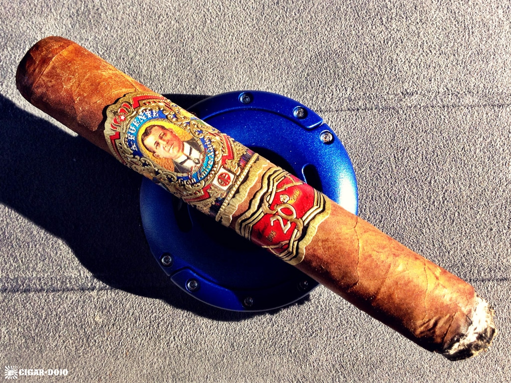 Fuente Don Arturo Gran AniverXario Churchill 2016 cigar smoking