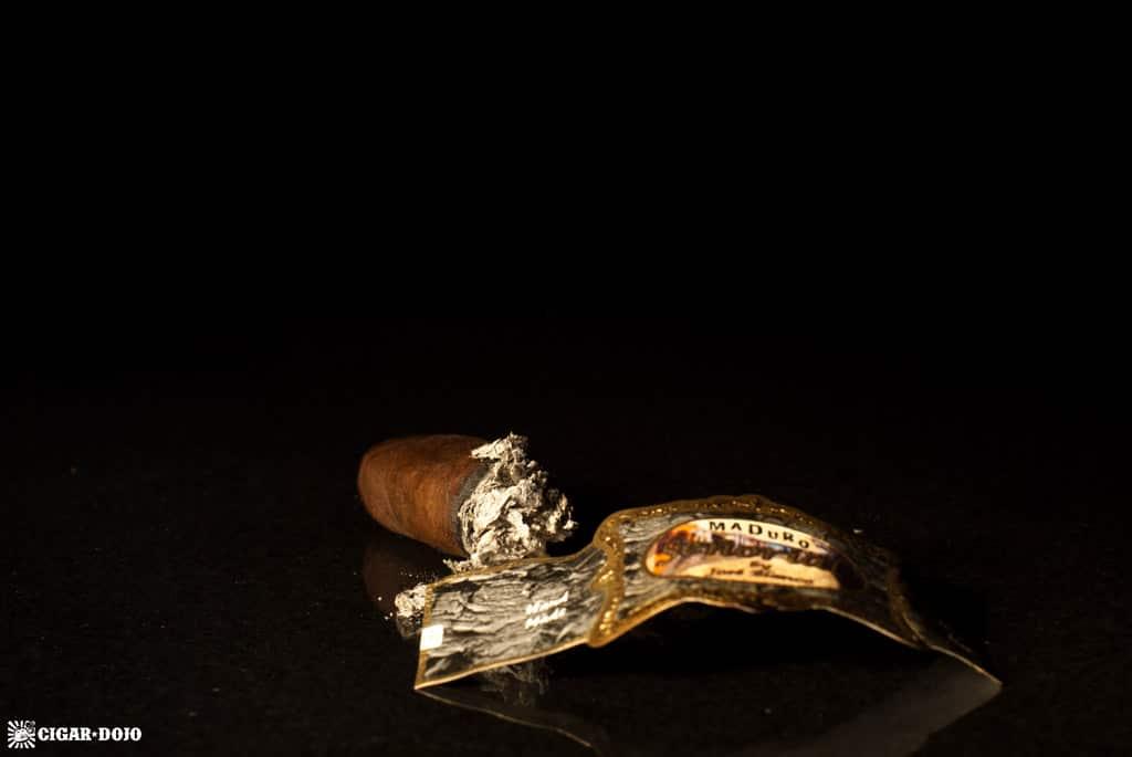 Señorial Maduro El Cuadro cigar nubbed