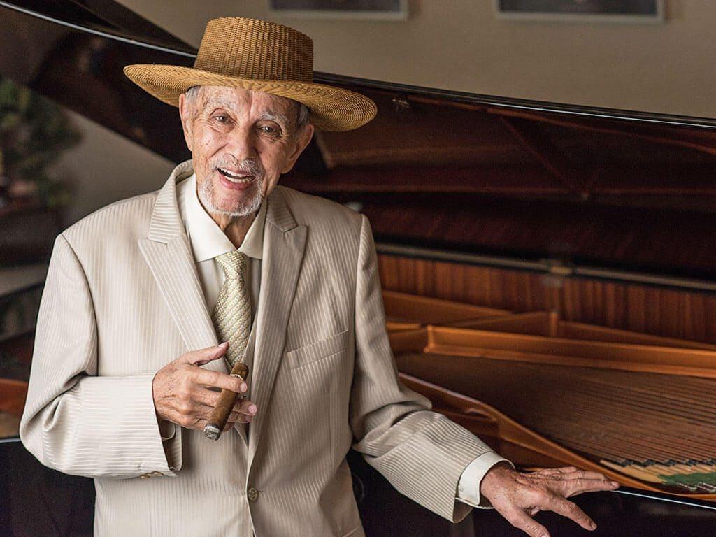Avo Uvezian dies age 91