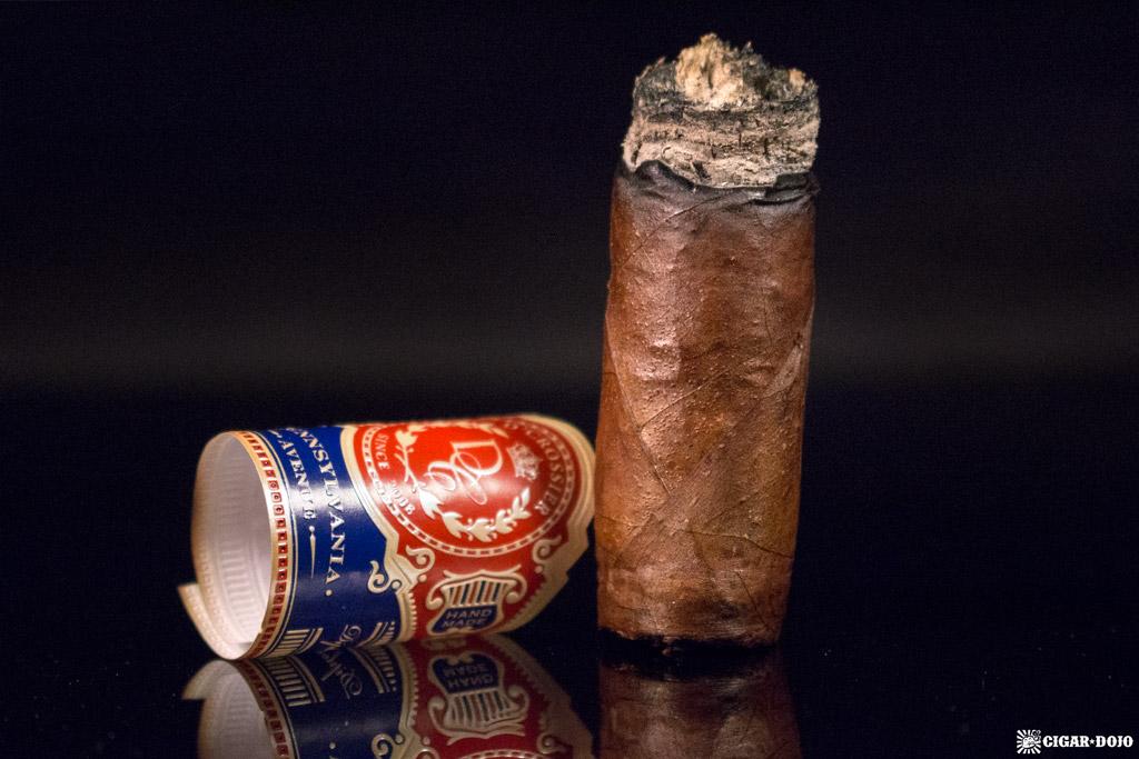 D'Crossier Pennsylvania Avenue Tainos nubbed cigar