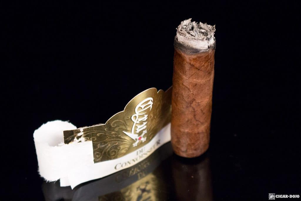 Crux du Connoisseur No. 2 cigar nubbed