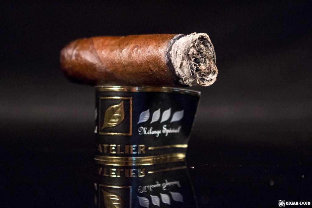 L'Atelier Identité Mélange Spécial No. 2 cigar nubbed