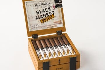 Alec Bradley Black Market Estelí cigar box open