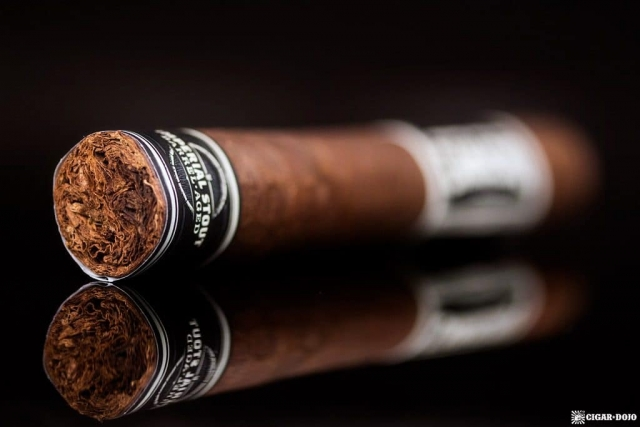 Cigar Dojo Camacho Imperial Stout Barrel-Aged cigar foot