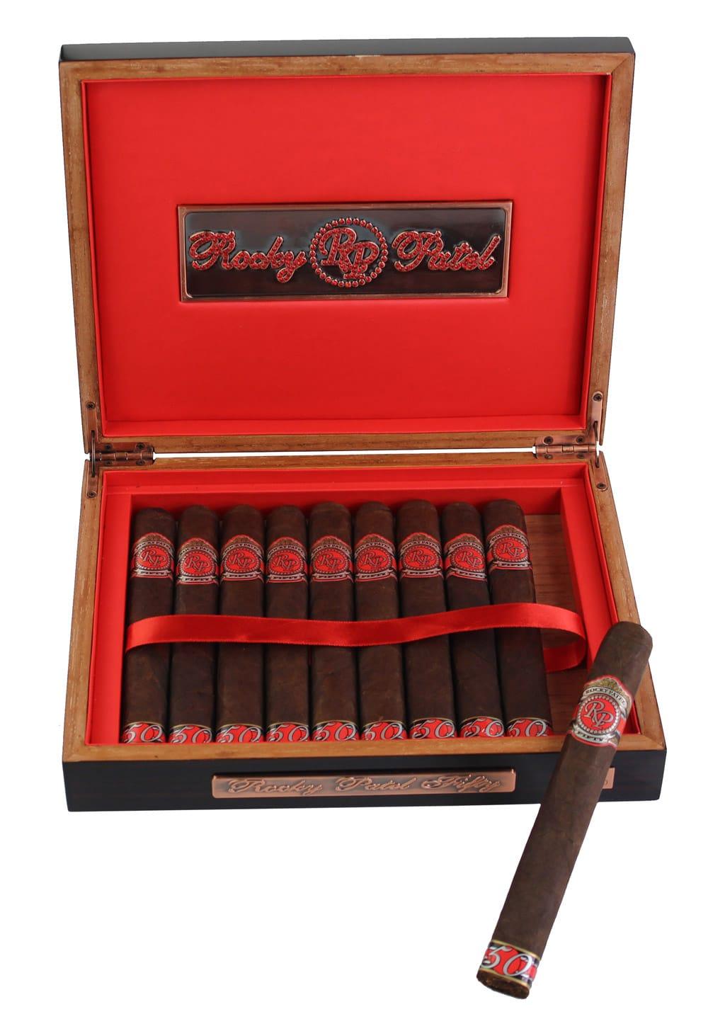 Rocky Patel Fifty 2017 cigar box open