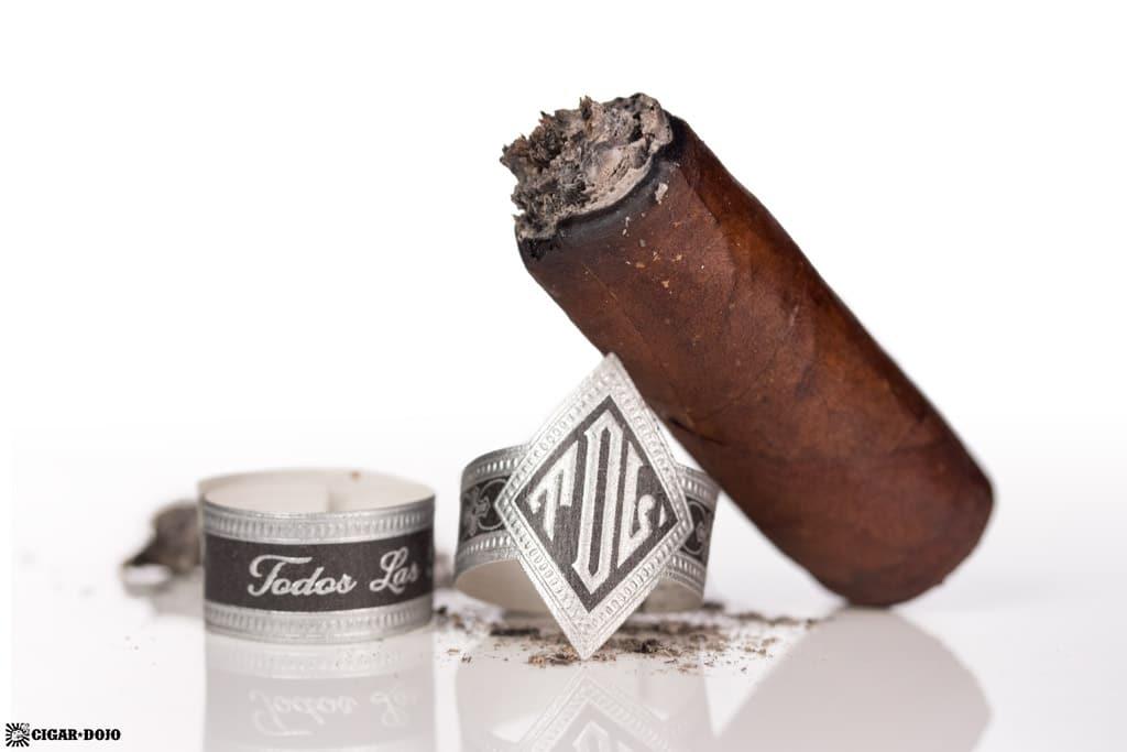Dunbarton Tobacco & Trust Todos Las Dias Robusto cigar nubbed