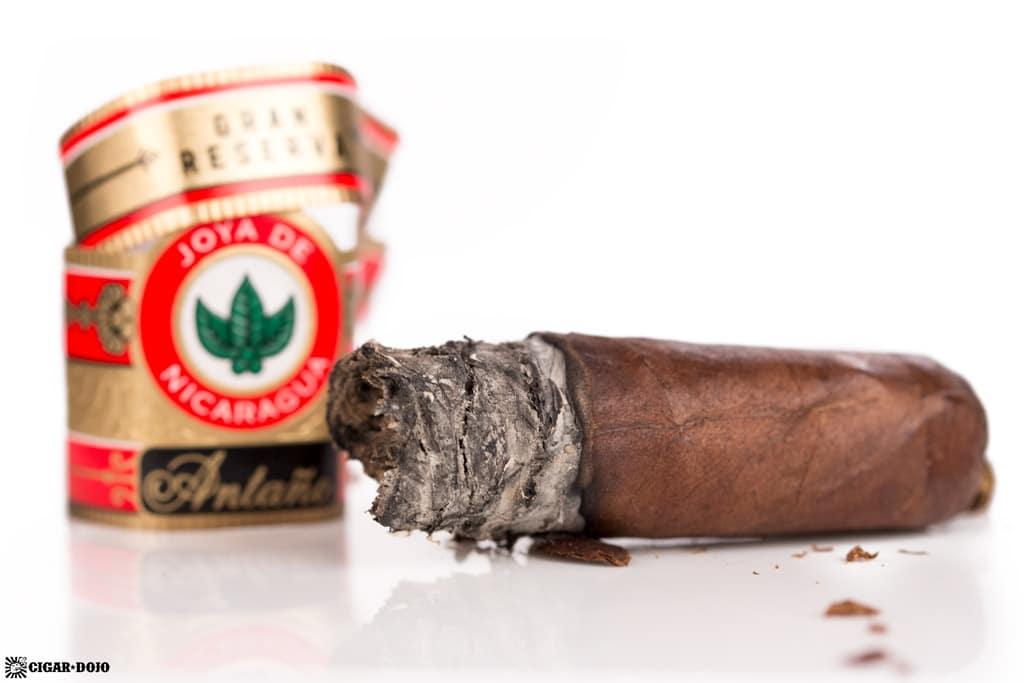 Joya de Nicaragua Antaño Gran Reserva Robusto Grande cigar nubbed