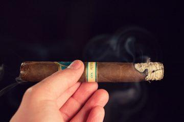 H. Upmann AJ Fernandez Toro cigar review