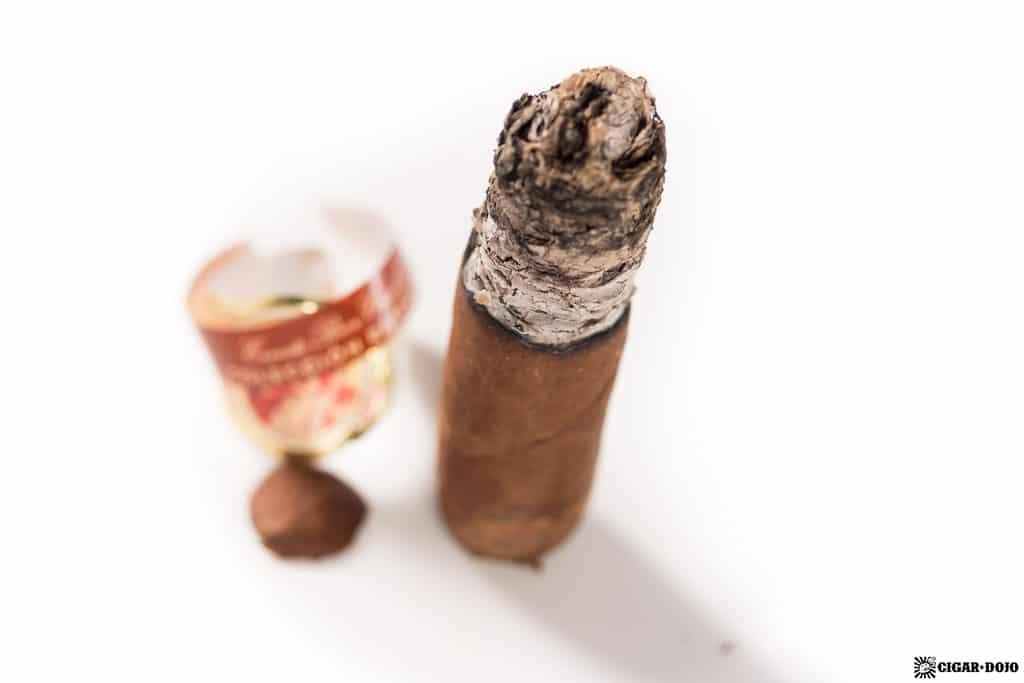 La Gloria Cubana Colección Reserva Robusto cigar nubbed