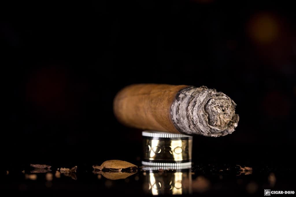Fratello Oro Robusto cigar nubbed
