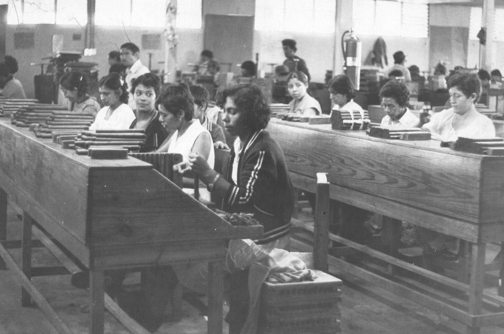 Joya de Nicaragua original factory floor workers
