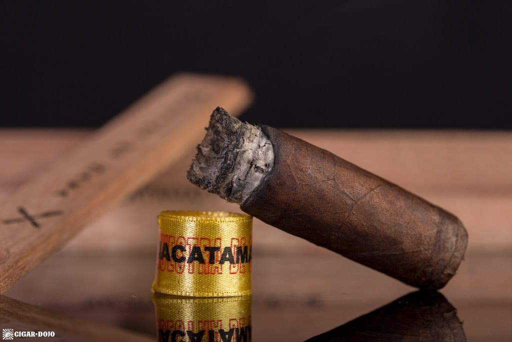 Muestra de Saka Nacatamale cigar nubbed