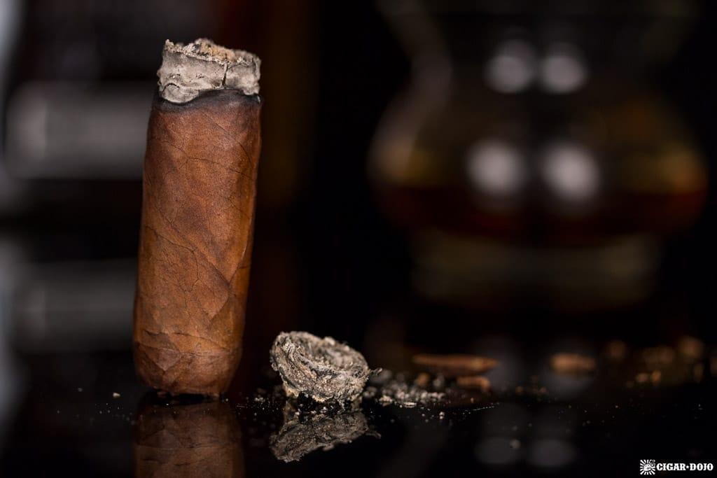 Villiger La Vencedora Toro cigar nubbed