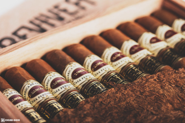 Cigar Dojo ReviveR box open cigars and leaf