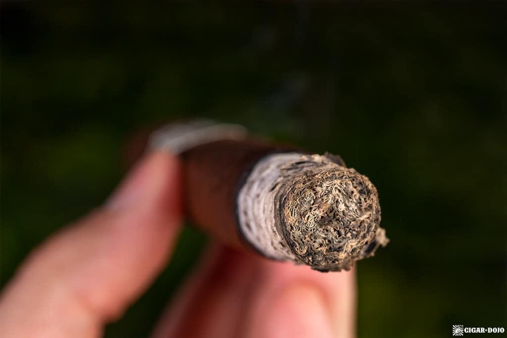 Dunbarton Tobacco & Trust Sin Compromiso cigar ash