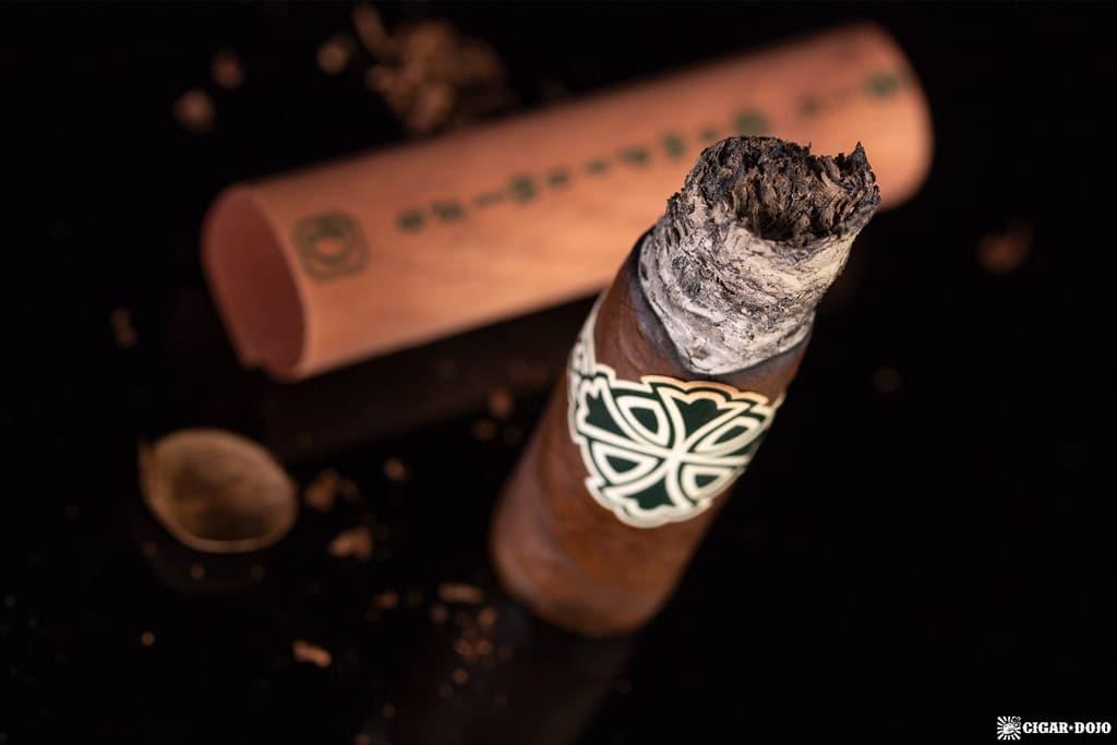Dunbarton Tobacco & Trust Sin Compromiso cigar nubbed