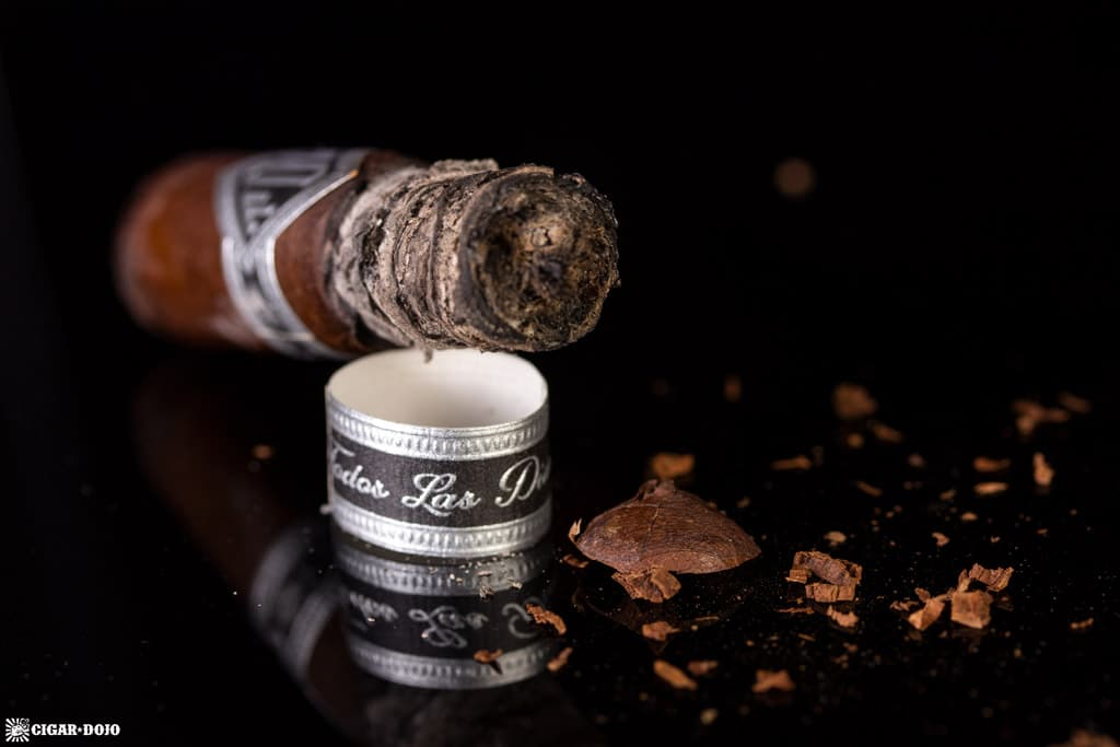 Todo Las Dias Mas Fuerte Thick Lonsdale cigar nubbed