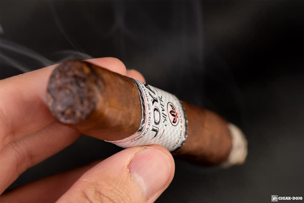 Joya de Nicaragua Joya Silver Toro cigar smoking