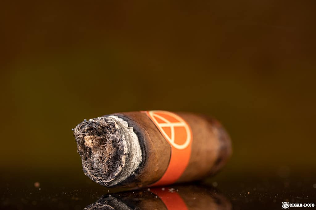 Illusione OneOff Robustos cigar nub finished