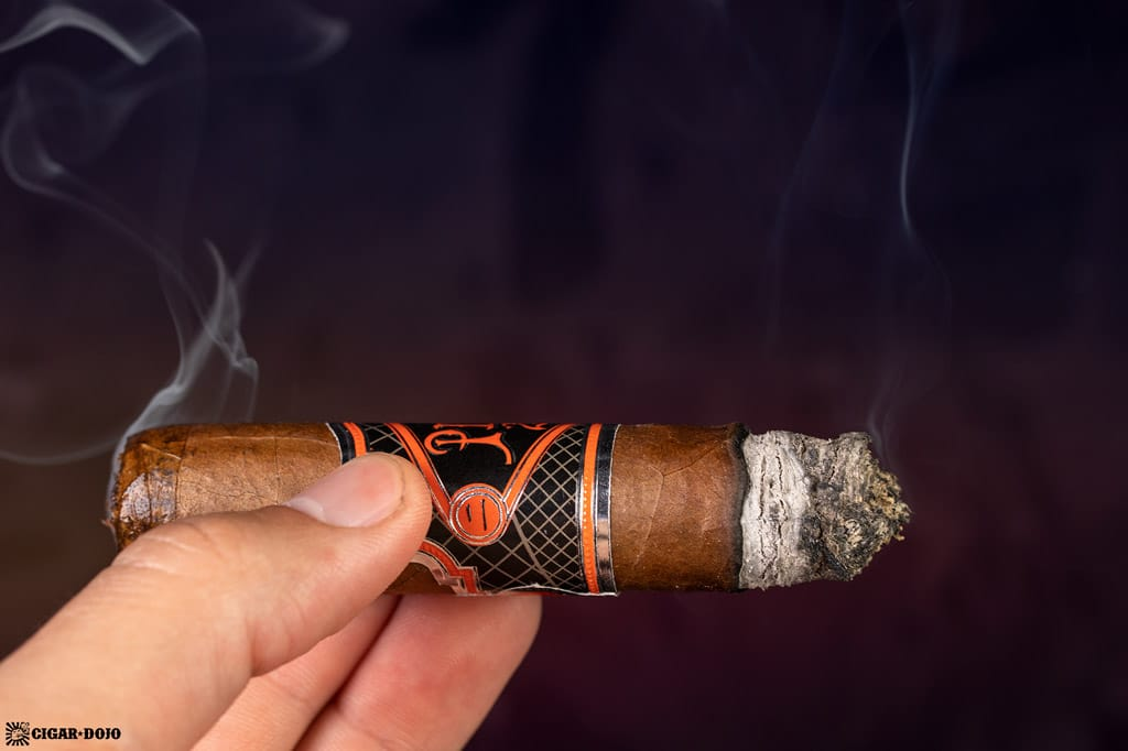 Pier 28 Oscuro Robusto cigar smoking