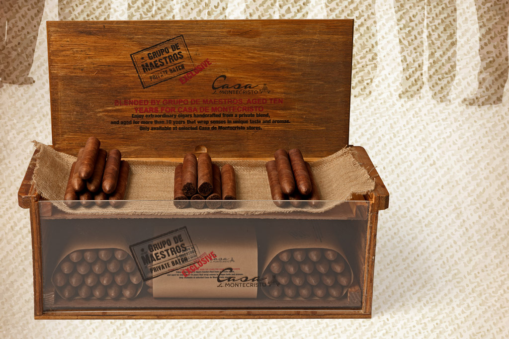 Casa de Montecristo Grupo de Maestros Private Batch Exclusive cigar trunk box