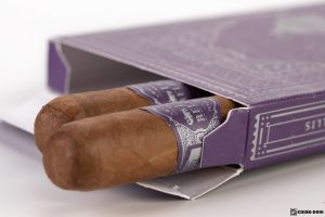 Warped La Relatos The First cigars open box