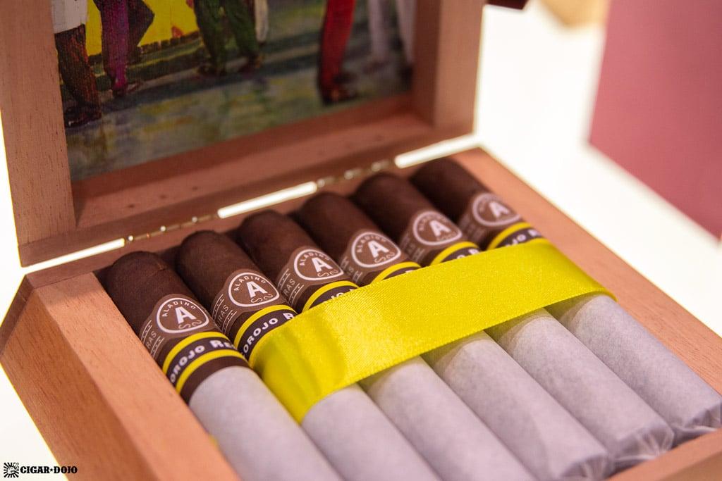 Aladino Corojo Reserva cigars box open