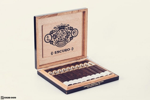 Espinosa Laranja Reserva Escuro Corona Gorda cigar box open