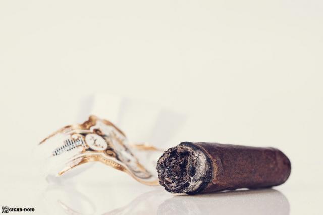 Espinosa Laranja Reserva Escuro Corona Gorda cigar nub finished