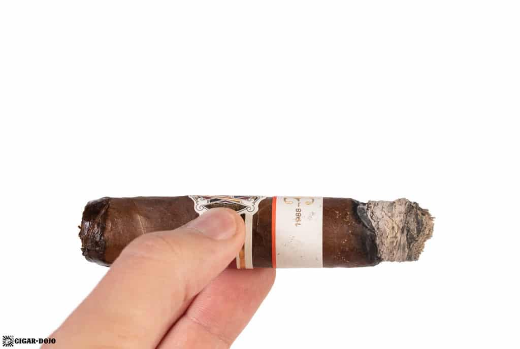 AVO LE 30 Years Signature Double Corona cigar ash