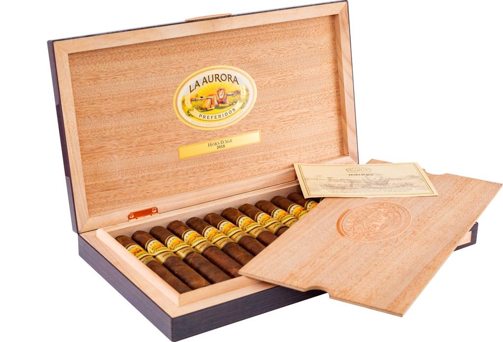 La Aurora Preferidos Hors d'Age 2018 cigar box open