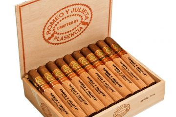 Romeo y Julieta Crafted by Plasencia cigar box open