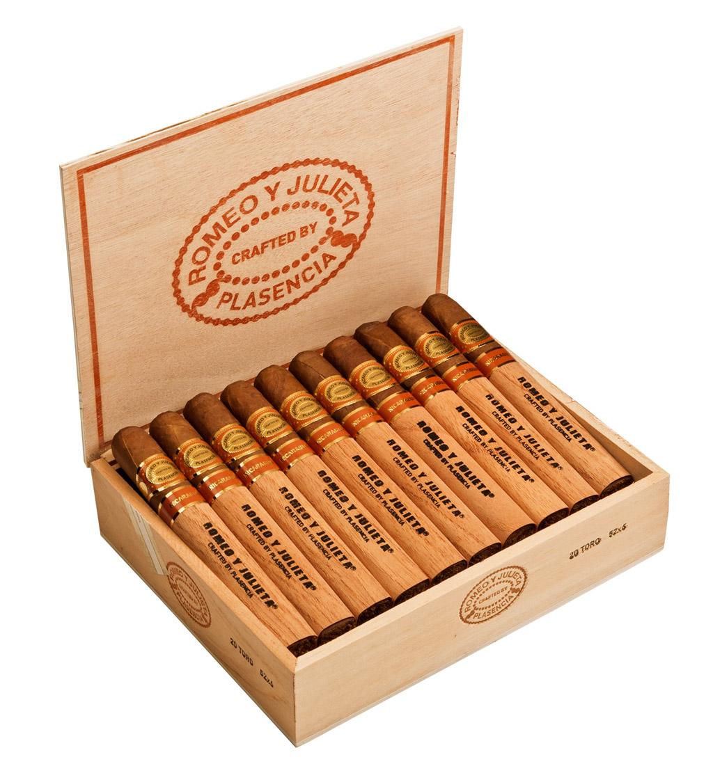 Romeo y Julieta Crafted by Plasencia cigar box open
