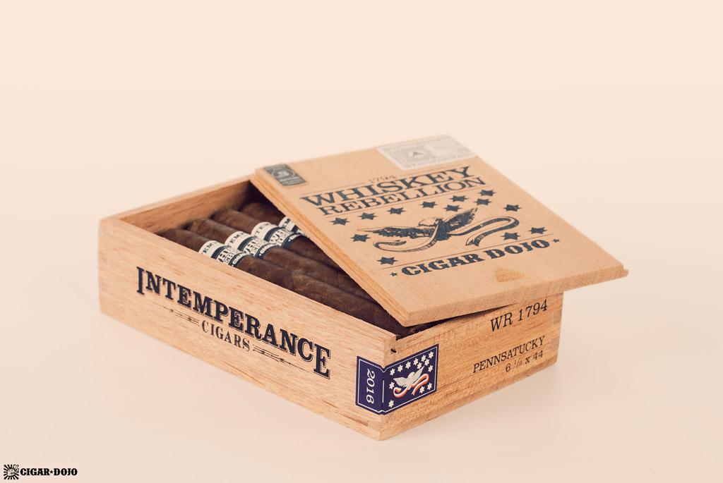 RoMa Craft Whiskey Rebellion 1794 Pennsatucky cigars open box