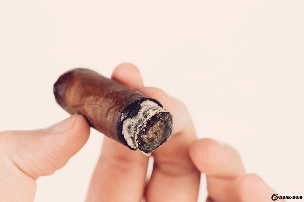 Bonsai cigar nub smoking