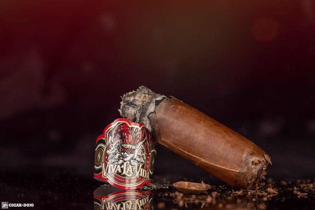 Artesano del Tabaco Viva la Vida Robusto cigar nub finished