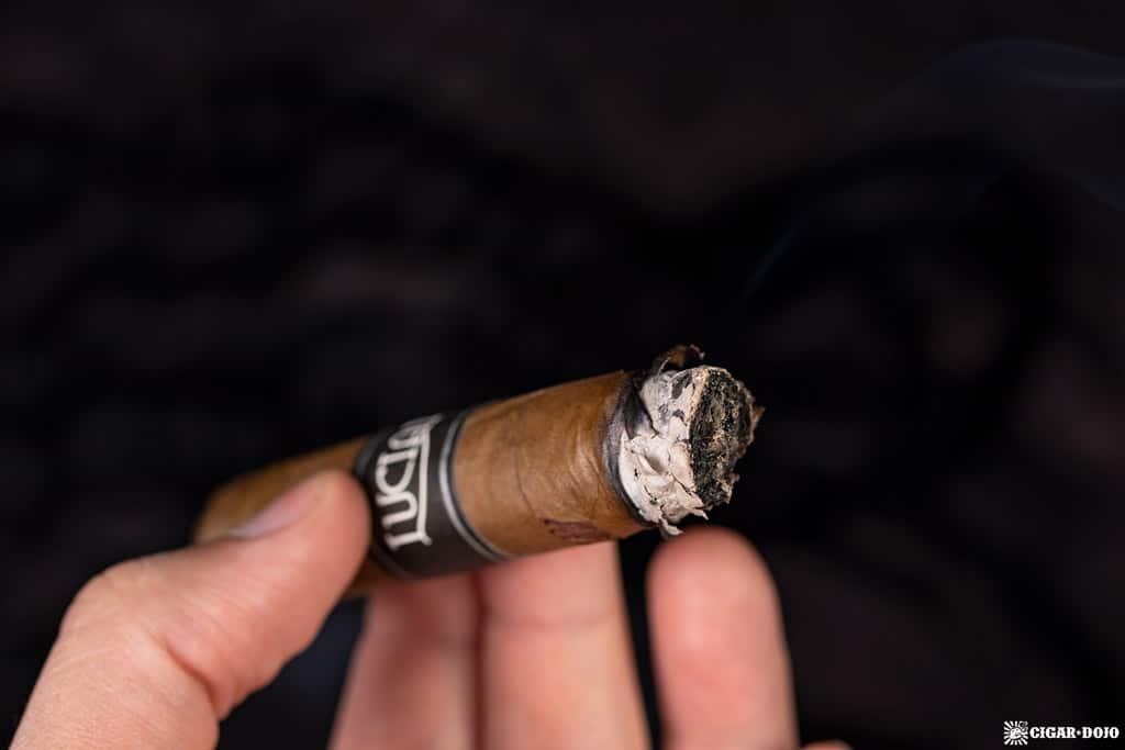 ACE Prime Luciano The Traveler cigar ash