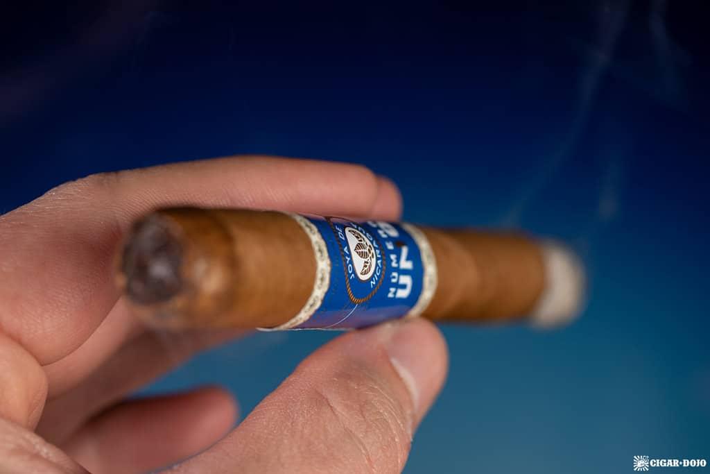 Joya de Nicaragua Número Uno L'Ambassadeur cigar smoking